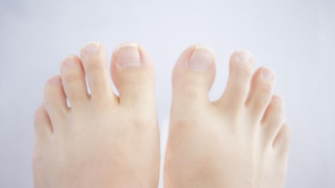 親指 爪 の 足 巻き
