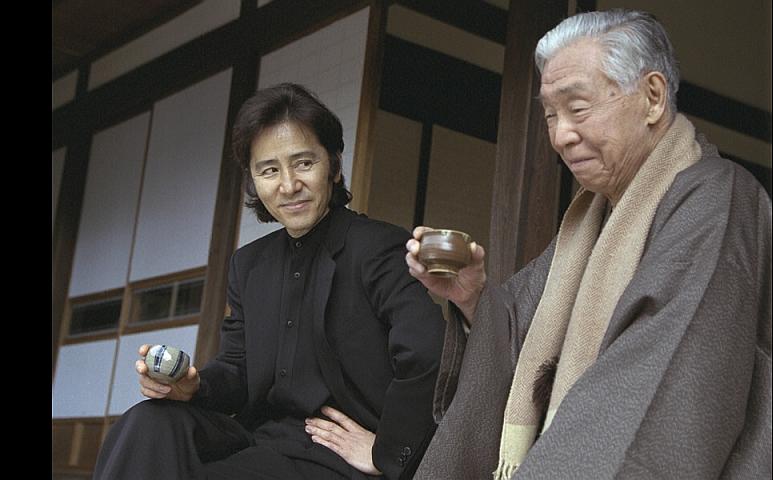 第4位:灰色の村(松村達雄、岡八郎)※画像は「ひかりTV」より引用